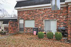 3102 Valley Side Ct Louisville, KY 40214