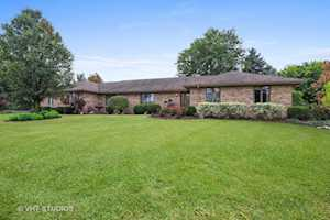 4 Rosewood Dr Hawthorn Woods, IL 60047