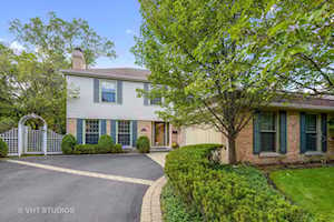 3035 Indianwood Rd Wilmette, IL 60091