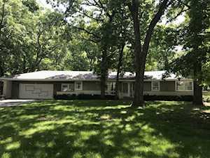 6 S Bruce Circle Hawthorn Woods, IL 60047