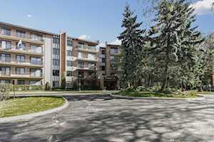 601 Lake Hinsdale Dr #111 Willowbrook, IL 60527