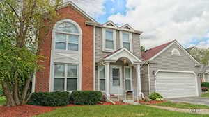 44 N Royal Oak Dr Vernon Hills, IL 60061