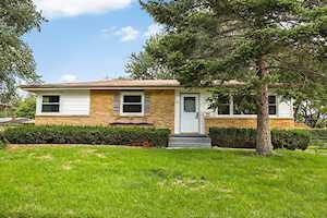 702 E Greenwood Dr Mount Prospect, IL 60056