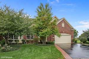 16 Sugar Maple Ct Lake In The Hills, IL 60156