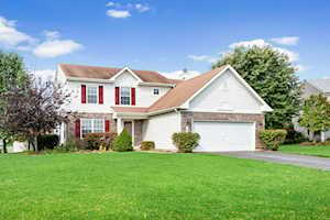 8 Winding Canyon Ct Algonquin, IL 60102