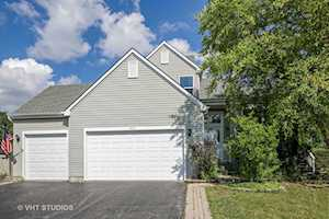 1531 Autumncrest Ct Crystal Lake, IL 60014