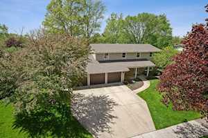 1716 Longvalley Dr Northbrook, IL 60062