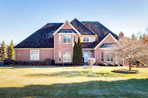 6104 Hazelwood Dr Crystal Lake, IL 60012