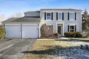 49 N Royal Oak Dr Vernon Hills, IL 60061
