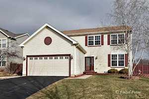 5031 Highwood Ln Lake In The Hills, IL 60156