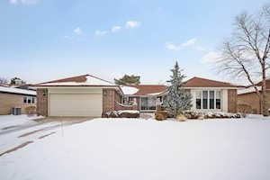 323 Basswood Dr Northbrook, IL 60062