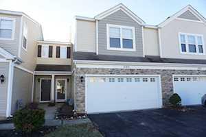 2105 Limestone Ln Carpentersville, IL 60110