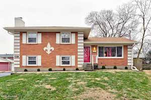 4013 White Plains Ct Louisville, KY 40218