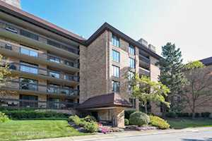 1621 Mission Hills Rd #303 Northbrook, IL 60062