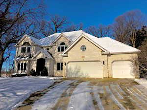 107 Trappers Ct Naperville, IL 60565