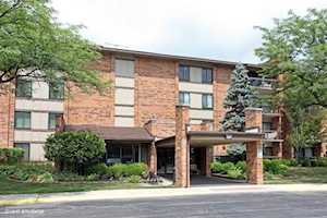 77 Lake Hinsdale Dr #210 Willowbrook, IL 60527