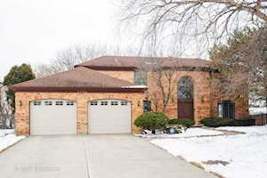 3739 Pebble Beach Rd Northbrook, IL 60062