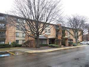 301 Lake Hinsdale Dr #402 Willowbrook, IL 60527