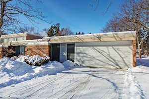 124 Avon Rd Northbrook, IL 60062