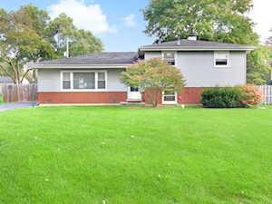 22W370 Birchwood Dr Glen Ellyn, IL 60137