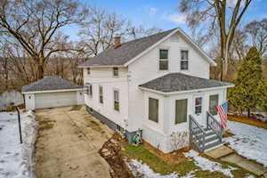317 N Wisconsin St Carpentersville, IL 60110