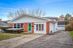 607 South St West Dundee, IL 60118
