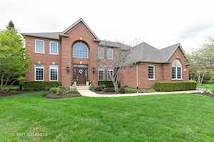 1003 Marble Ct Lake In The Hills, IL 60156