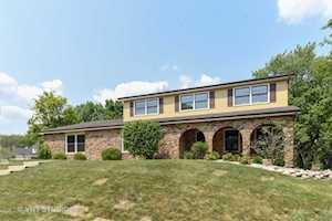 1212 Barneswood Dr Downers Grove, IL 60515