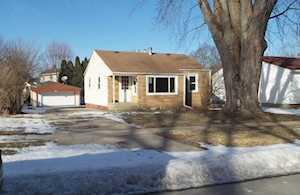 240 Charles St Carpentersville, IL 60110
