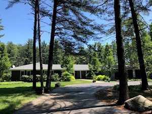 83 Meadow Hill Rd Barrington Hills, IL 60010
