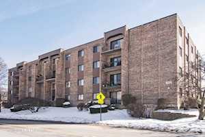 601 W Huntington Commons Rd #204 Mount Prospect, IL 60056