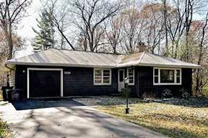 1131 Timber Trails Rd Downers Grove, IL 60516