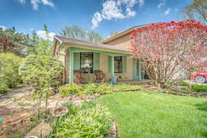 1521 Chickasaw Dr Naperville, IL 60563