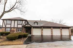 147 Stanhope Dr #A Willowbrook, IL 60527