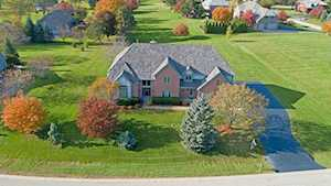 5 Middletree Ln Hawthorn Woods, IL 60047