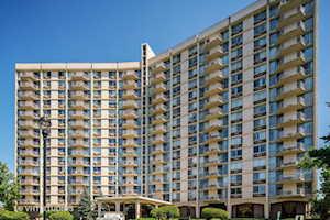 40 N Tower Rd #7D Oak Brook, IL 60523