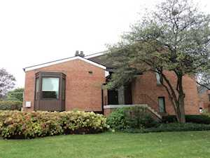 19W286 Governors Trl Oak Brook, IL 60523