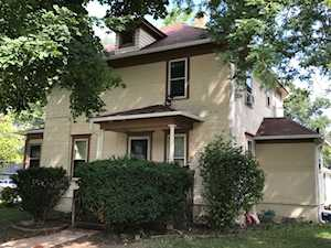 304 N Grove St Carpentersville, IL 60110