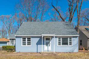 401 Plum St Lake In The Hills, IL 60156