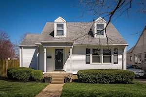 129 Colonial Dr Louisville, KY 40207