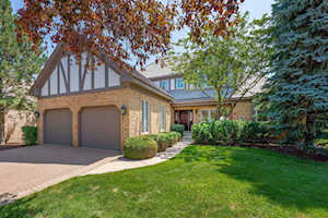 52 Chesterfield Ct Burr Ridge, IL 60527