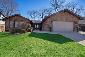 3811 Candlewood Ct Downers Grove, IL 60515