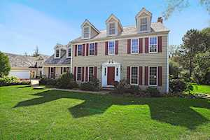 220 Carriage Hill Circle Libertyville, IL 60048