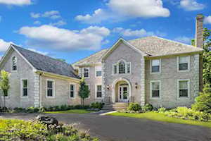 301 Belle Foret Dr Lake Bluff, IL 60044