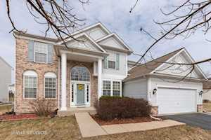 1043 Spinnaker St Elgin, IL 60123