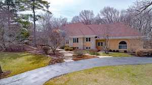 8497 Arrowhead Farm Dr Burr Ridge, IL 60527