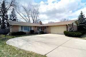 1105 W Francis Dr Arlington Heights, IL 60005