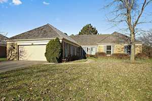 2340 Indian Ridge Dr Glenview, IL 60025