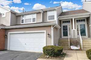 6612 Weather Hill Dr Willowbrook, IL 60527