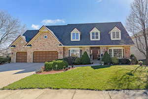 2053 Mustang Dr Naperville, IL 60565
